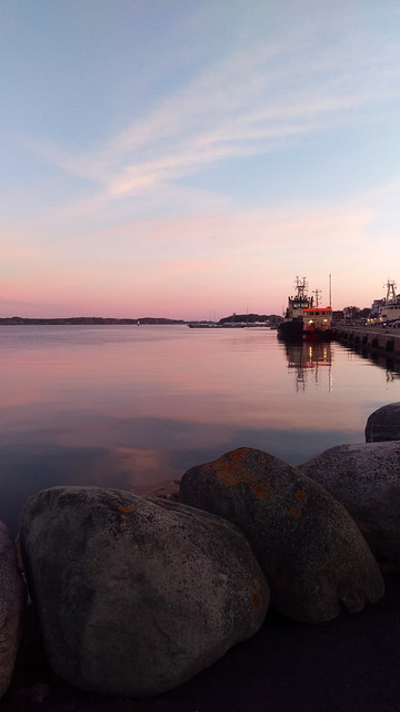 pink evening in lysekil