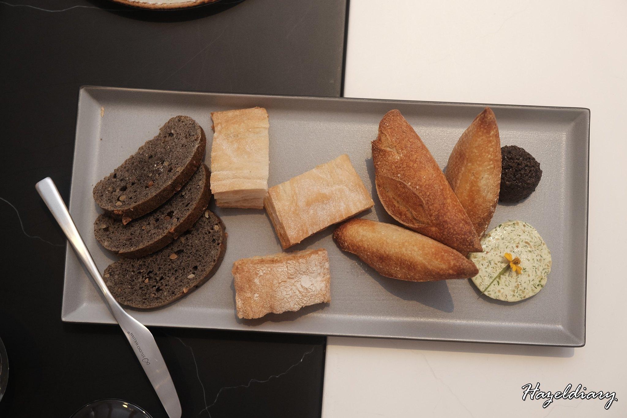 Caffe B-Complimentary Bread