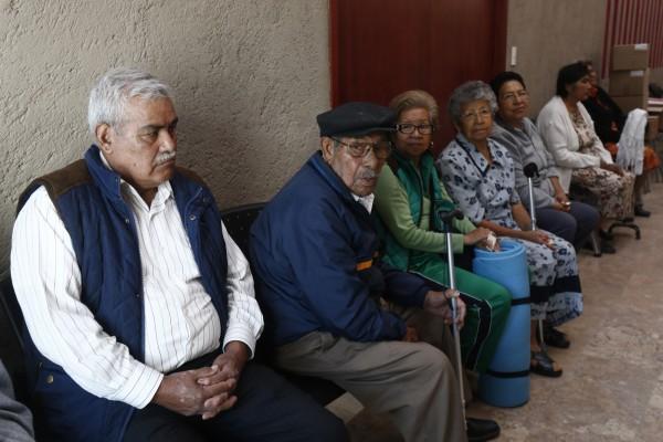 PÁG. 2 (2). Miles de jubilados se mueren sin recibir las diferencias de sus bonificaciones de despensas y homologaciones salariales, mientras sus fondos son utilizados por el gobier