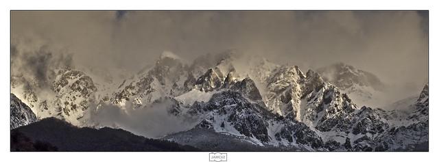 Picos de gala/ Mountains in evening dress