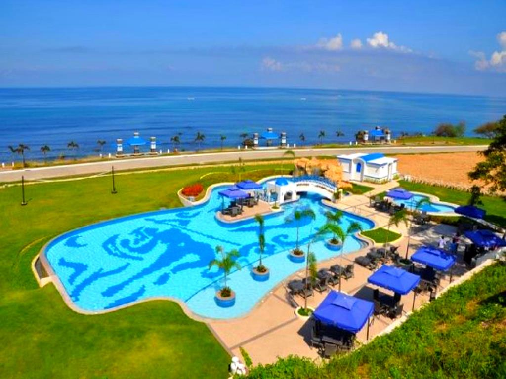 la union beach resorts - thunderbird