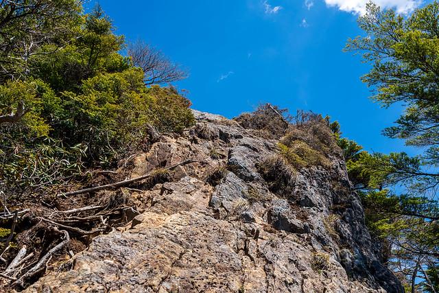 西御殿岩直下の岩場