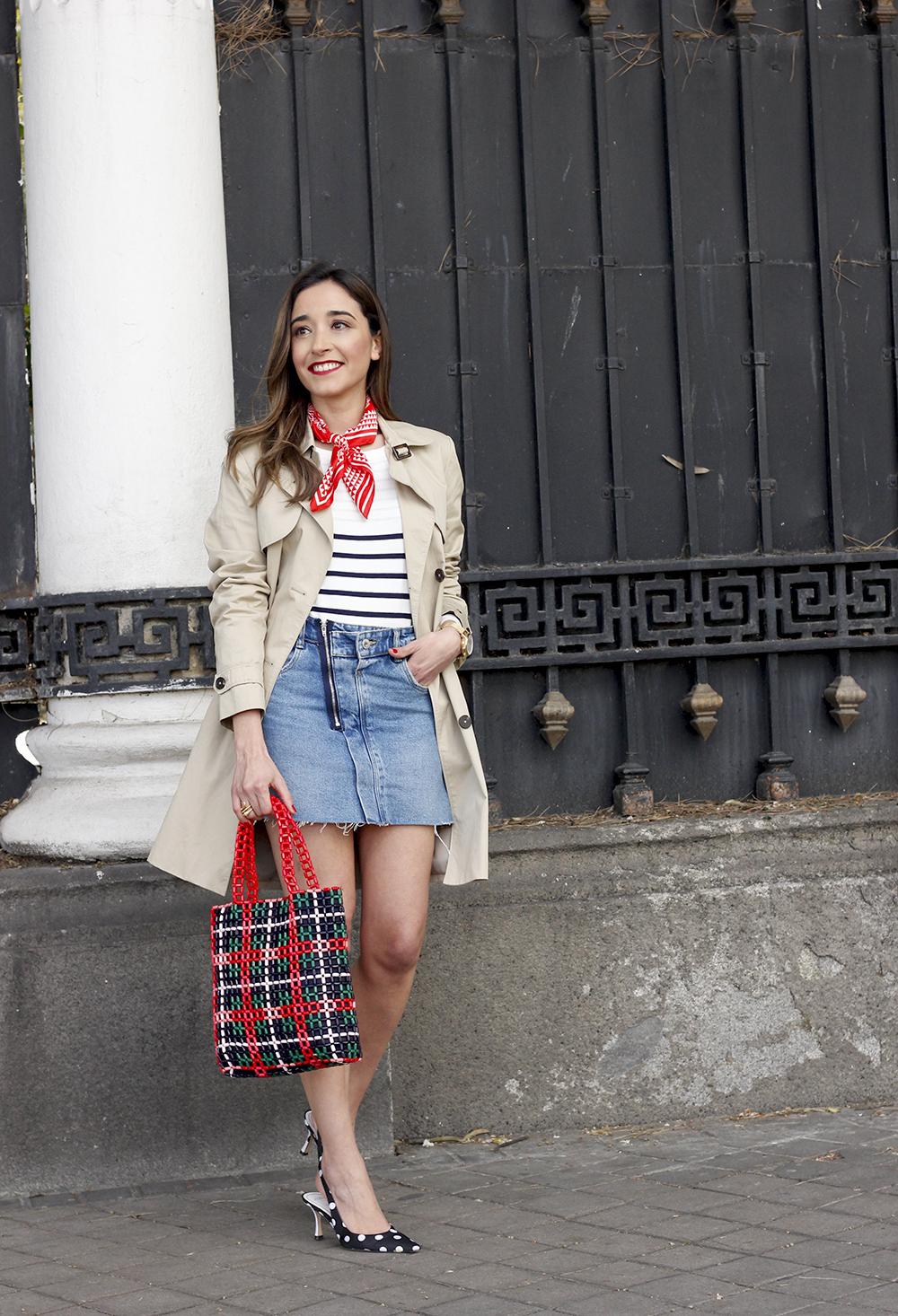 trench outfit denim skirt kitten heels striped sweater spring 04