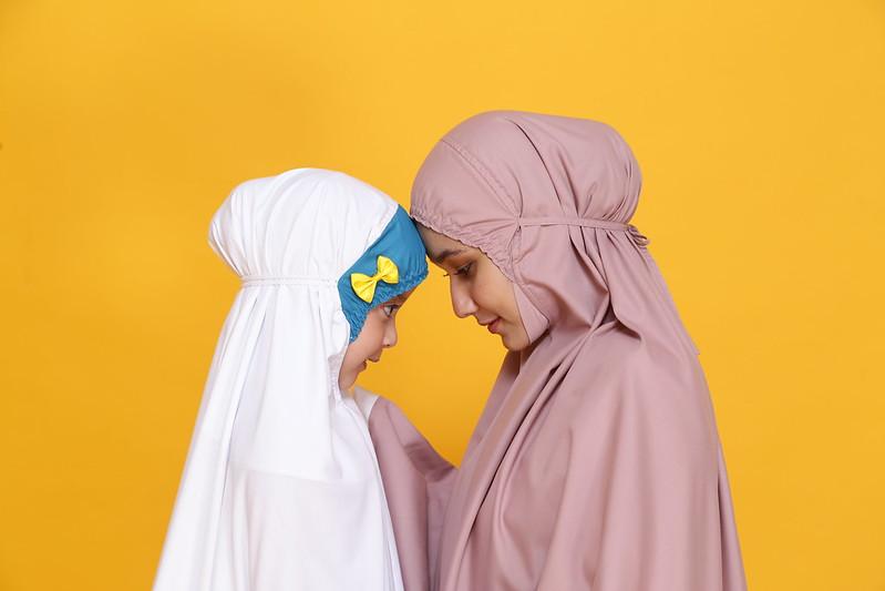 Siti Khadijah Telekung Mama &Amp; Hana