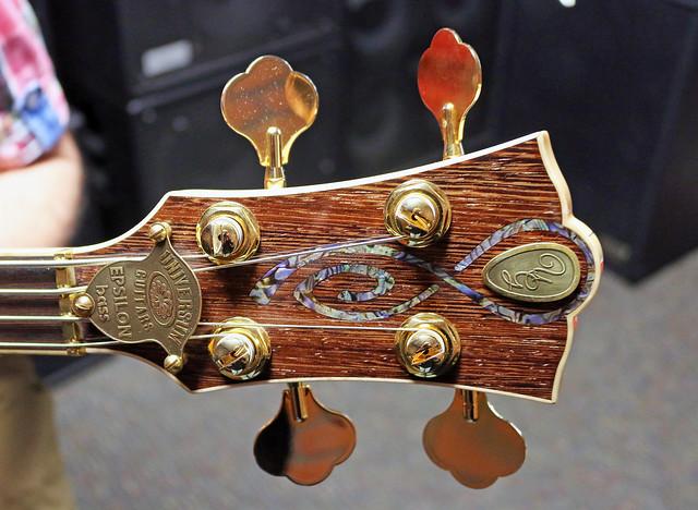 Universum Guitars  -  dark Epsilon Bass (2)