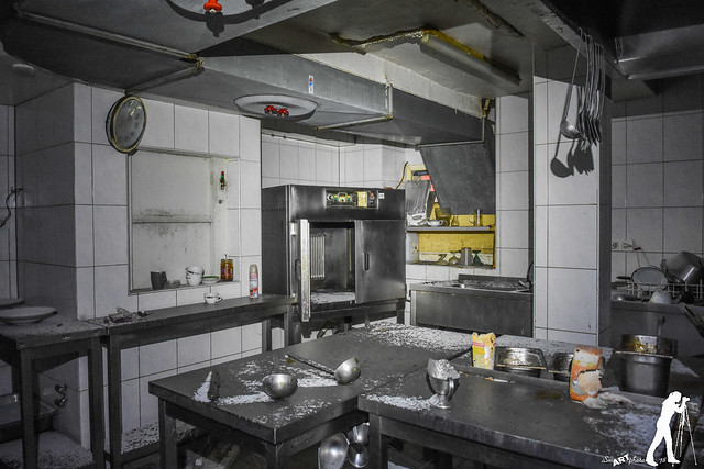 "Lost Places Hotel Restaurant ""ZUM ROSTIGEN WOK"""