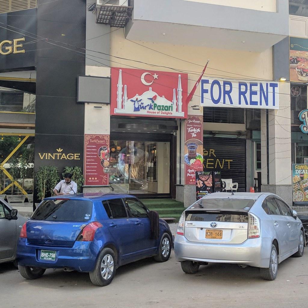 巴基斯坦街頭只要耐心等待仔細尋找,一定找得到土耳其餐廳與甜點店。