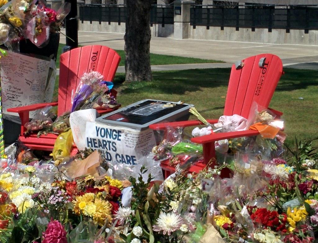 Memorial (3) #toronto #northyork #mellastmansquare #yongeandstrong #chairs #inmemoriam