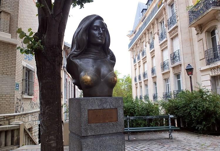 أحد تماثيل داليدا في باريس