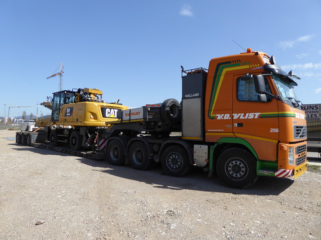 VOLVO FH 480 Load Caterpilar MH 3026