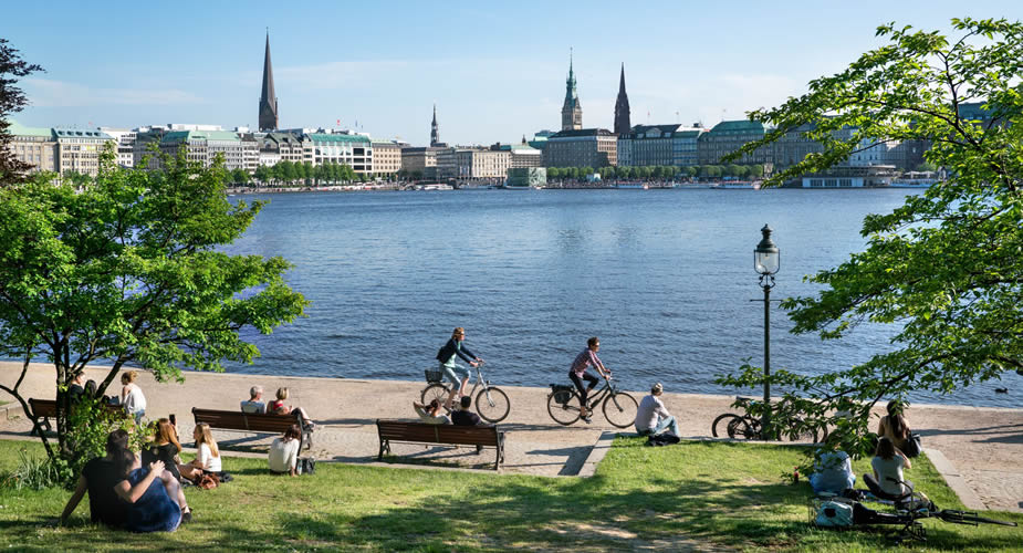 Zomer in Hamburg: terrasje aan de binnenalster | Mooistestedentrips.nl