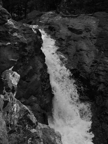 bw waterfalls grayscale fujifinepixs5100 harperfalls