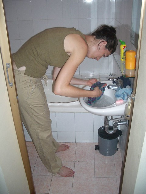 Hotel in Hanoi Washing clothes in the sink. By: kc7fys Flickr ...