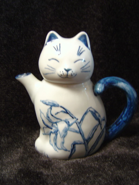 cat teapot is ready for tea!