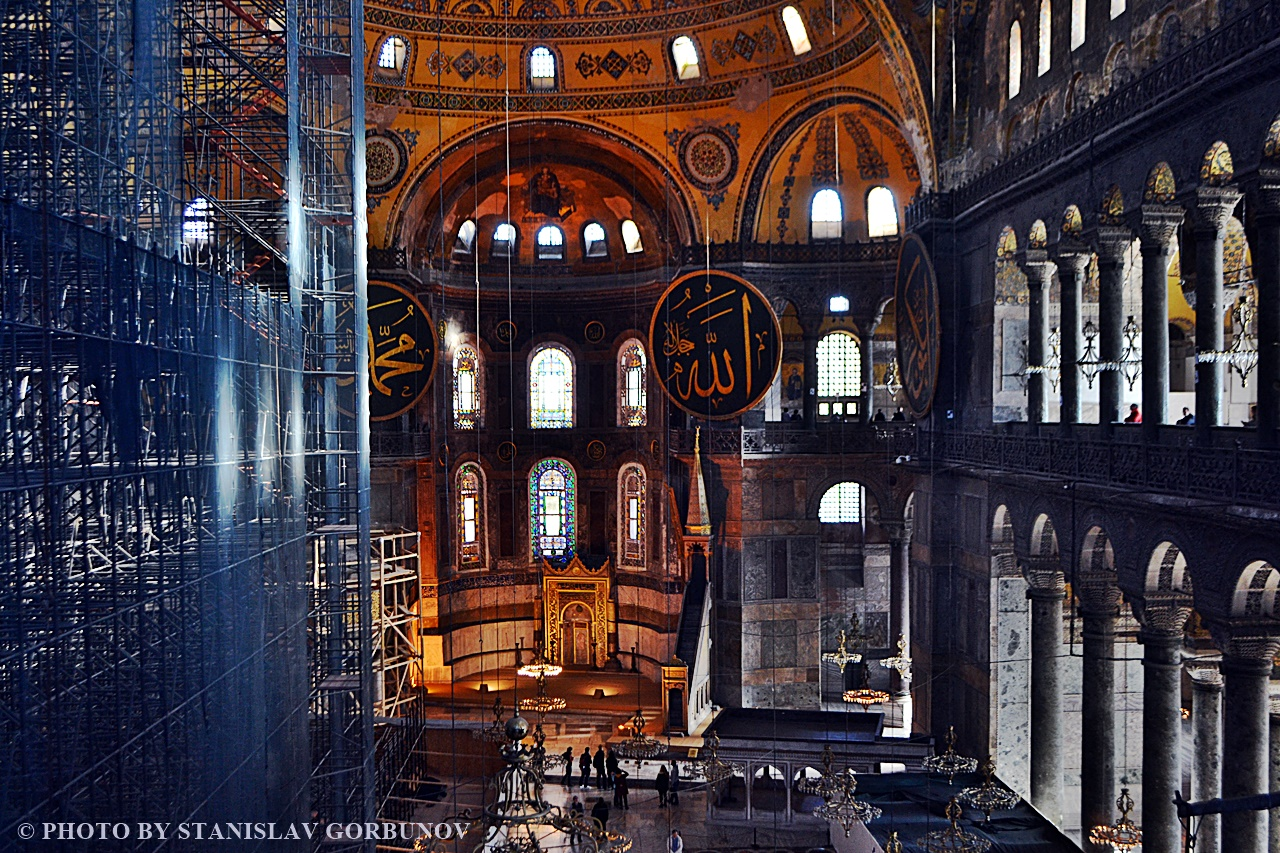 The confrontation of the greatest buildings of Christianity - Rome vs. Istanbul Cathedral, you can, Saint, Peter, Cathedral, Here, very, here, Christianity, see, Hagia Sophia, religions, meters, look, back, temple, one, frescoes, can, has