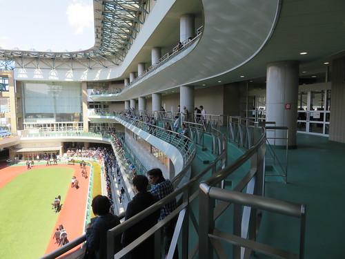 福島競馬場の4階バルコニーの様子