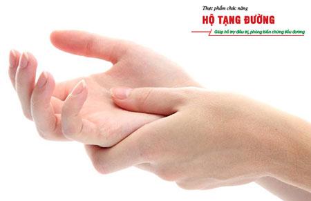 Tê bì chân tay một trong những biến chứng tiểu đường thường gặp