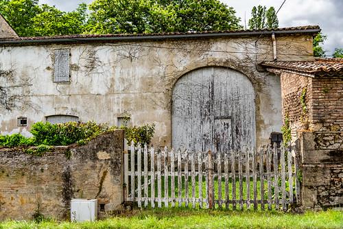 19-Un portail fermé