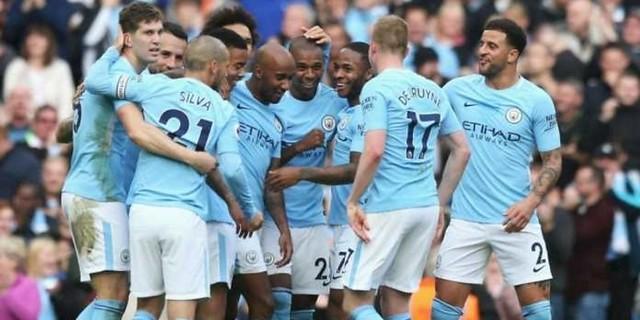 http://cafegoal.com/berita-bola-akurat/penentu-gelar-juara-manchester-city-tergantung-ama-manchester-united/
