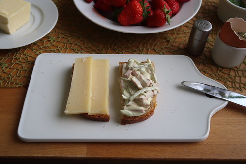 Käse und Fleischsalat auf Kamutbrot