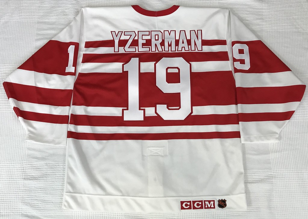 1991-92 Steve Yzerman Detroit Red Wings TBTC Jersey Back