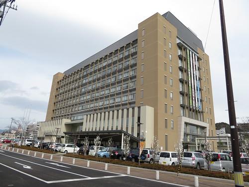 福島競馬場に歩く途中にある福島市役所