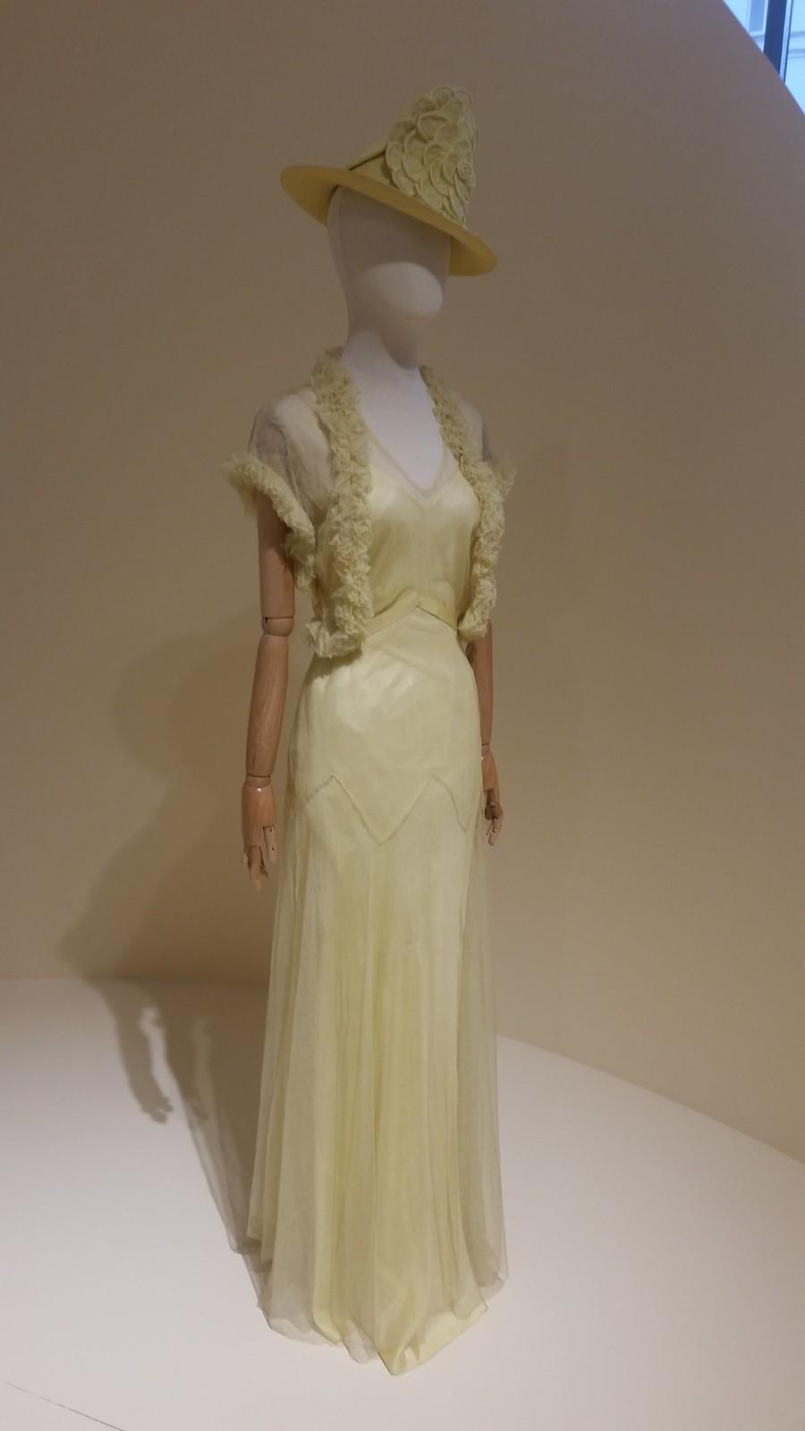 Вечернее платье из тюля на шелковом чехле
