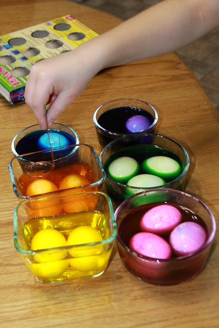 egg coloring (8)