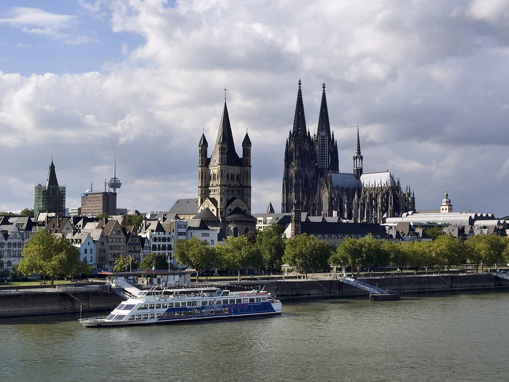 NRW,_Cologne_-_view_to_Cathedral_from_Deutz_Bridge