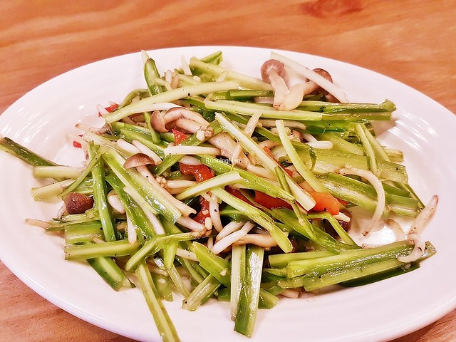 Stir-Fried Green Dragon Vegetable & Bean Sprouts