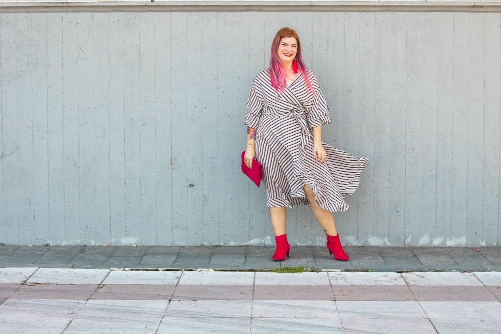 outfit plus size vestito a portafoglio e calze autoreggenti Milena Lingerie (2)