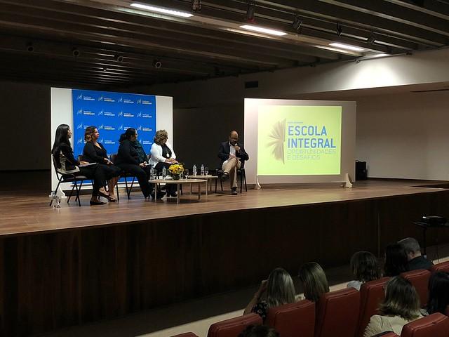 """Mesa-redonda """"Ensino Integral: oportunidades e desafios"""", em São José dos Campos"""