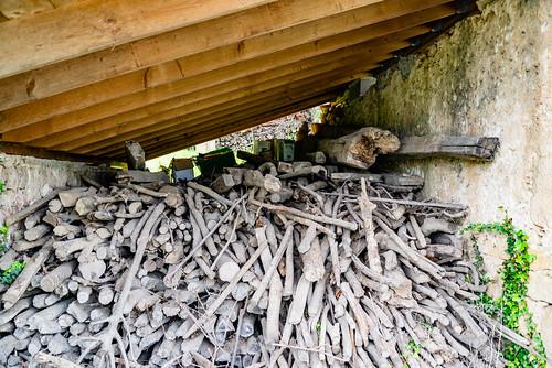 25-Du bois sous l'appenti