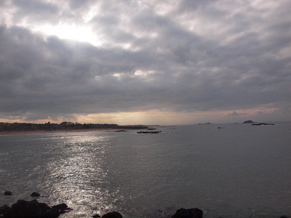 Sun on the sea at North Berwick