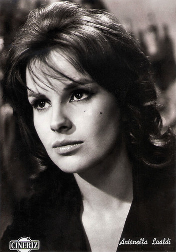 Antonella Lualdi in Via Margutta (1960)