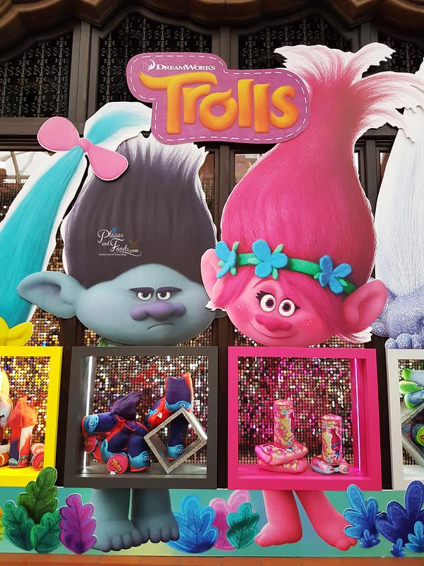 universal studios singapore trolls