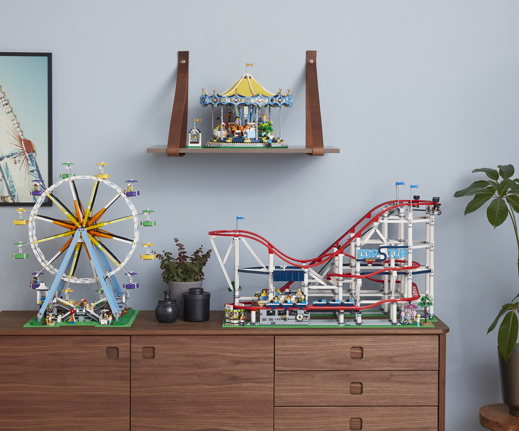10261-LEGO-Creator-Expert-Roller-Coaster-Lifestyle-Series