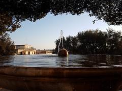 """La fontana davanti a Villa Medici sul #Pincio È chiamata """"Della palla di cannone"""" o di #Corot, perchè, come altri illustri colleghi, l'aveva ritratta. Infatti, è una delle vedute più celebri di Roma  #Fontana #fountain #FontanaDellaPallaDiCanone #fontanad"""