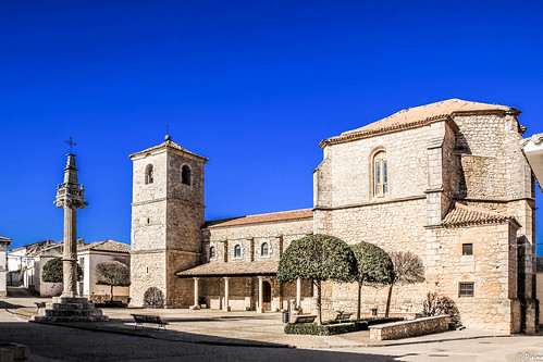 Plaza, iglesia y picota