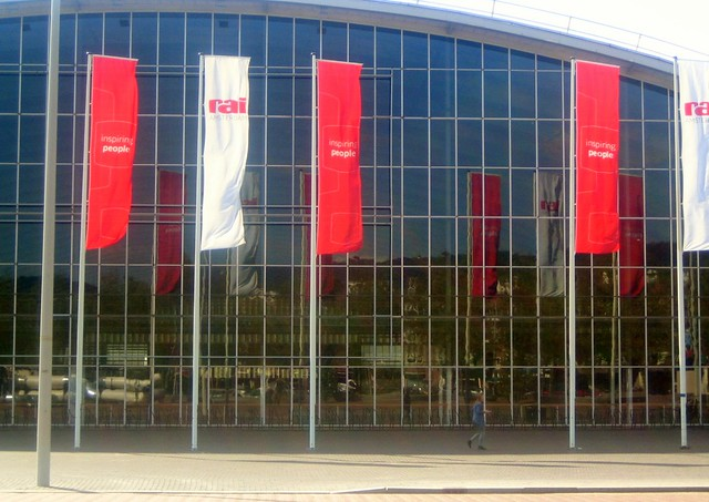 RAI Building-01, Canon DIGITAL IXUS 40
