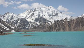 Türkisfarbener See