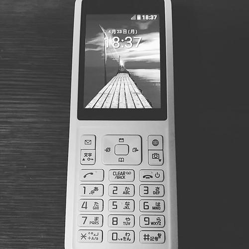 自分でSIMロック解除して、使いたい端末に使いたいSIMカードを入れられる組み合わせ自由な環境、整ってきた!携帯電話ってとこがポイント。SNSは受けられますw 海外でも使えるか、試して来よう!#SIMフリー#携帯電話#SIMロック解除#シンプリー #シンプリーストレート #プリペイド携帯電話#usimカード#simply #sony