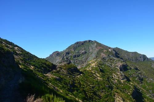Der Weg zum Pico führt über die Schulter des Berges.