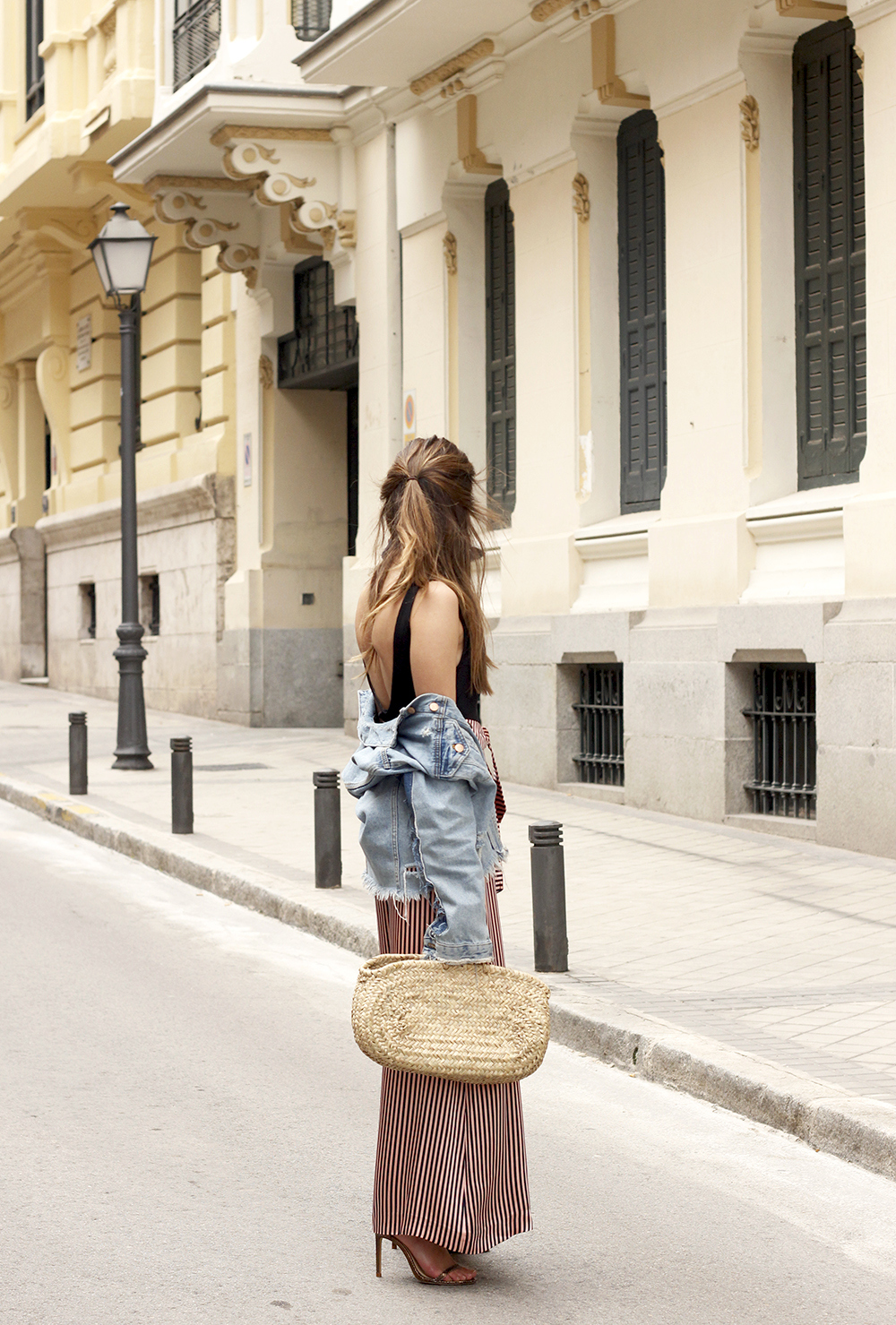 striped palazzo trousers uterqüe zara bodysuit denim jacket spring outfit 201803