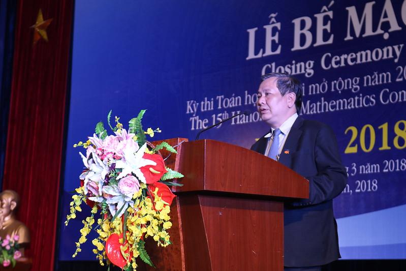 NGƯT. TS. Lê Ngọc Quang - Phó Giám đốc Sở GD&ĐT Hà Nội tổng kết HOMC'15 và phát động Kỳ thi năm sau.
