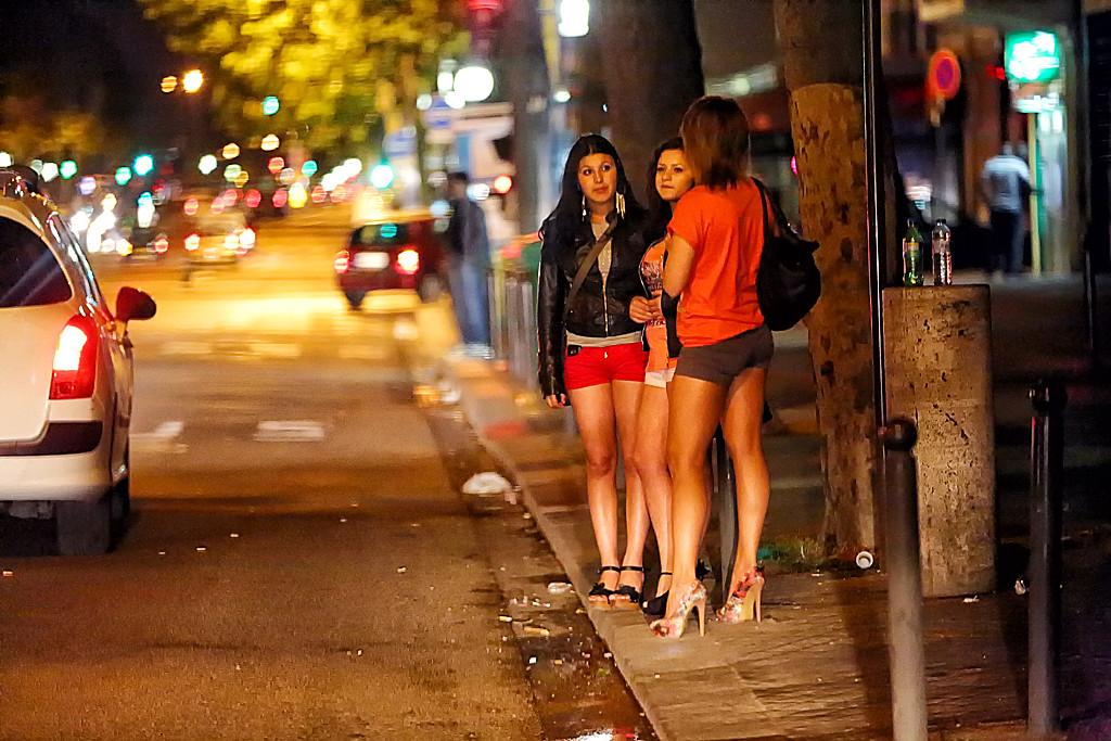 Как снять проститутку в париже записи проститутки