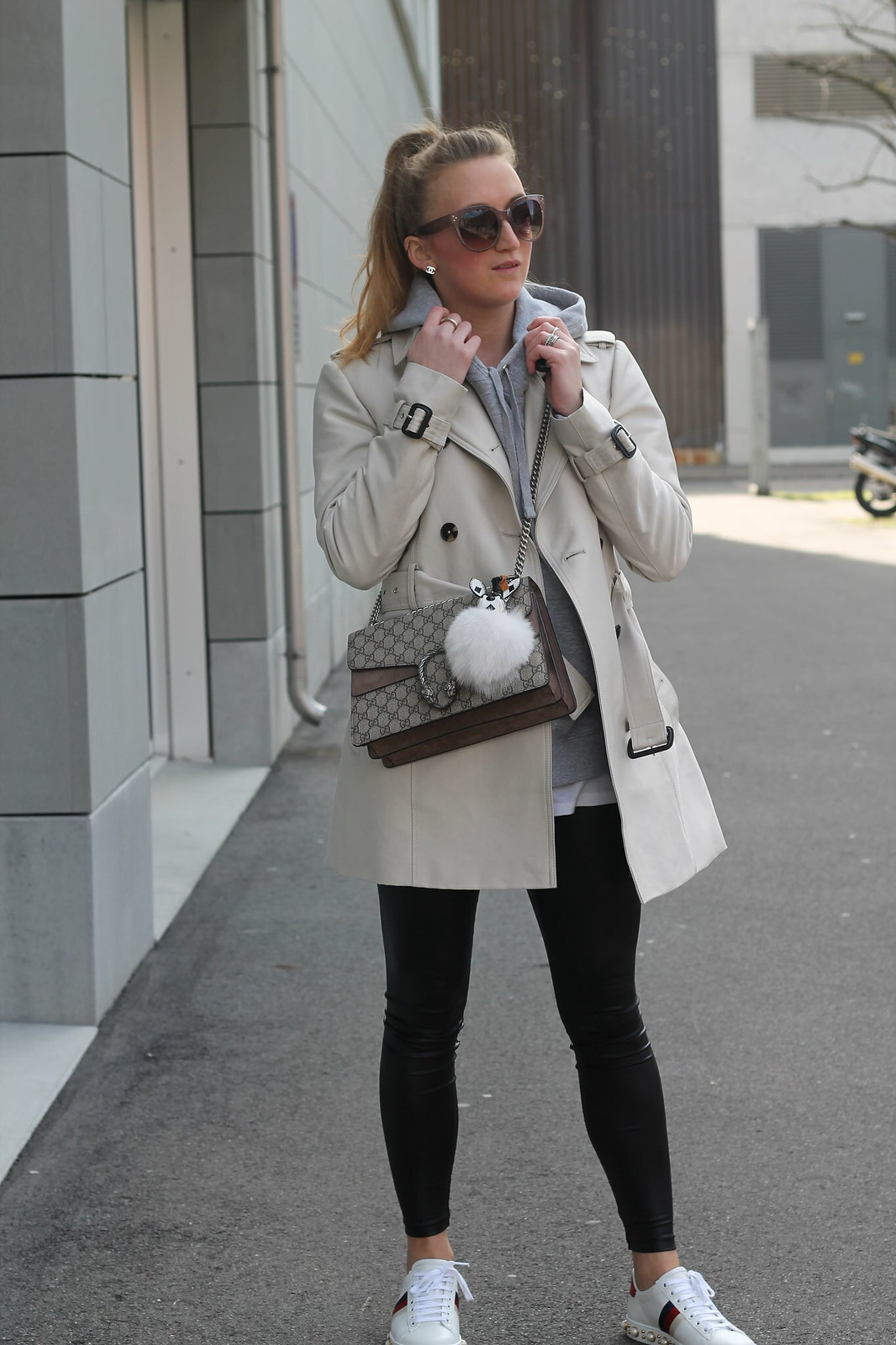 trenchcoat-whole-outfit-wiebkembg