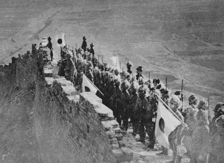 Japanese troops on the Great Wall, near Jinzhou, Liaoning Province, China, 1932.