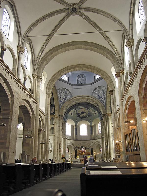 Köln_st_aposteln_langschiff (1)