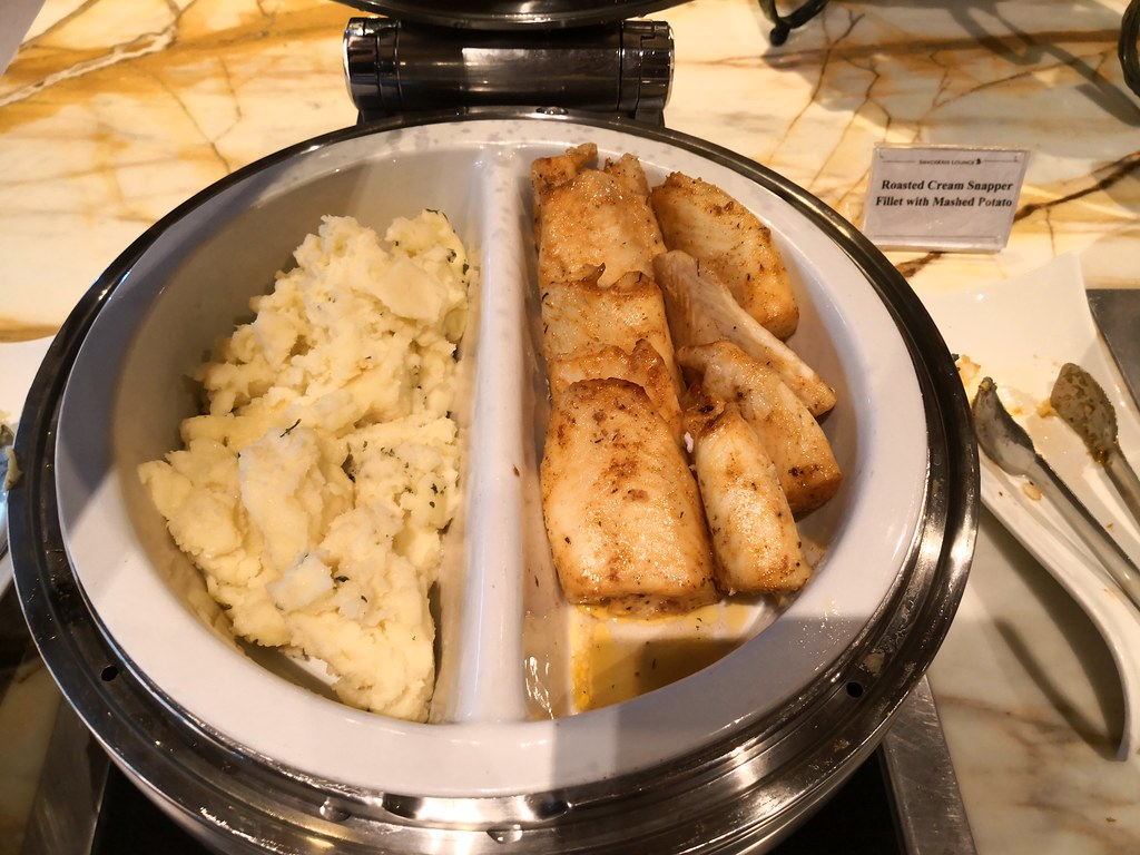 Roasted snapper fillet with mashed potatoes